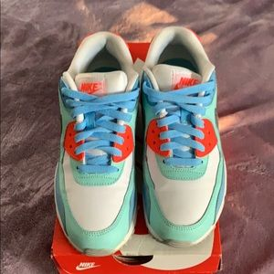 Nike Air Max 90 LTR - Kid size 5 or Women's size 7